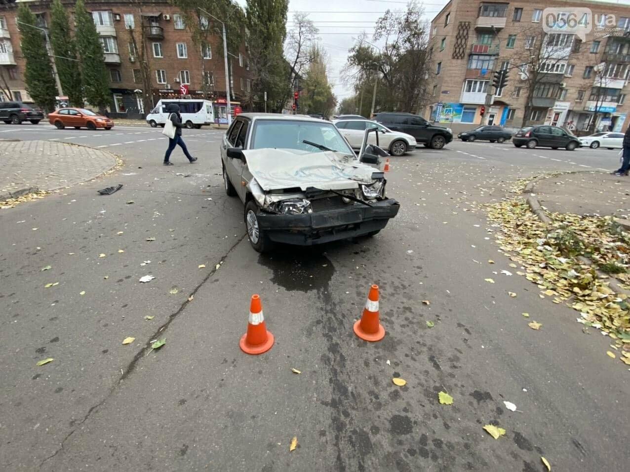 На центральном проспекте Кривого Рога столкнулись грузовик и ВАЗ, - ФОТО, ВИДЕО, фото-9