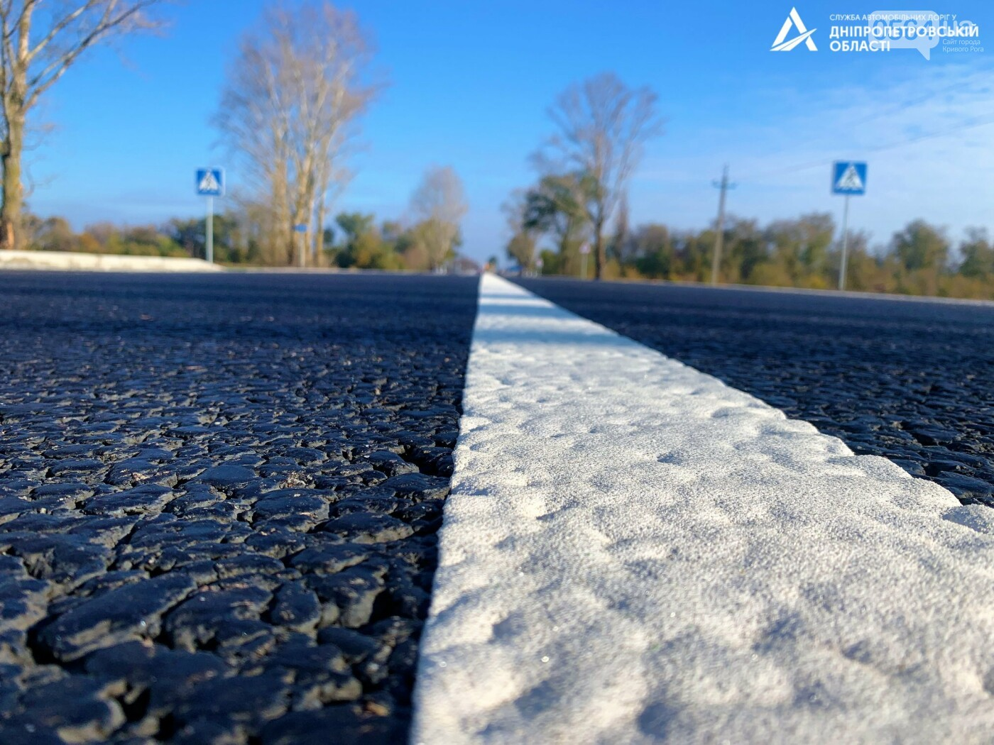 Завершается ремонт трассы Кривой Рог - Николаев  - дорожники наносят разметку и устанавливают знаки, - ФОТО , фото-4