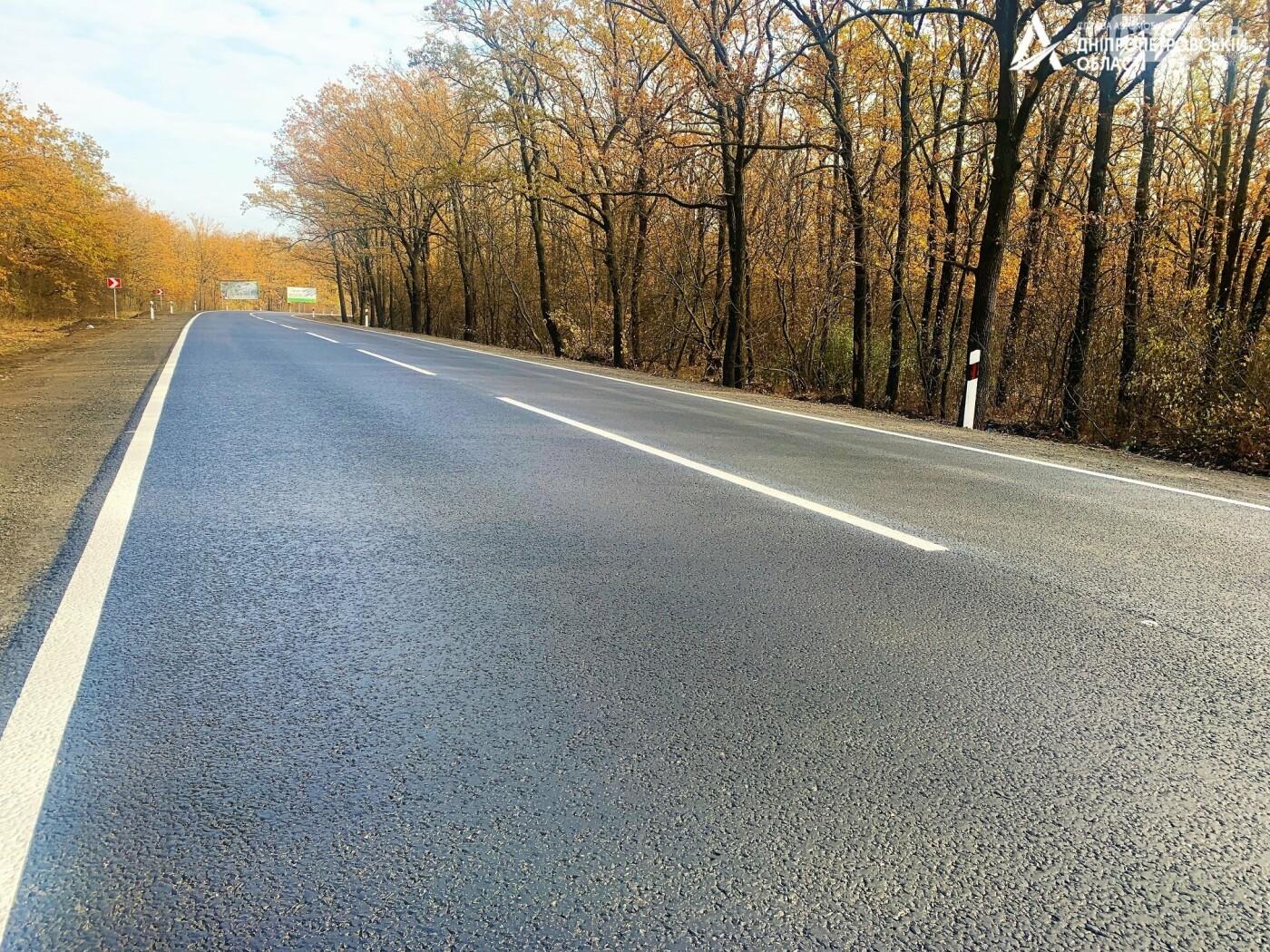 Завершается ремонт трассы Кривой Рог - Николаев  - дорожники наносят разметку и устанавливают знаки, - ФОТО , фото-3
