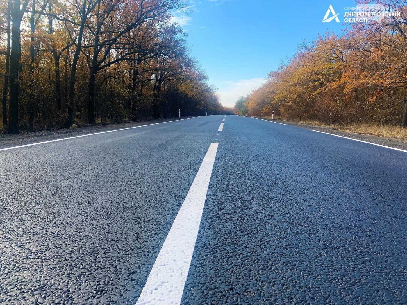 Завершается ремонт трассы Кривой Рог - Николаев  - дорожники наносят разметку и устанавливают знаки, - ФОТО , фото-2