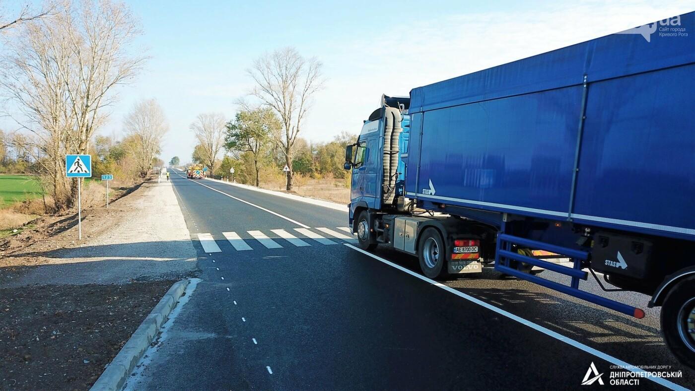 Завершается ремонт трассы Кривой Рог - Николаев  - дорожники наносят разметку и устанавливают знаки, - ФОТО , фото-11