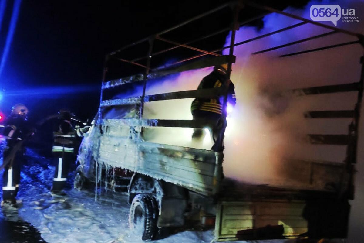 На Днепропетрощине на ходу загорелся грузовик с мебелью и бытовой техникой, - ФОТО, ВИДЕО , фото-2