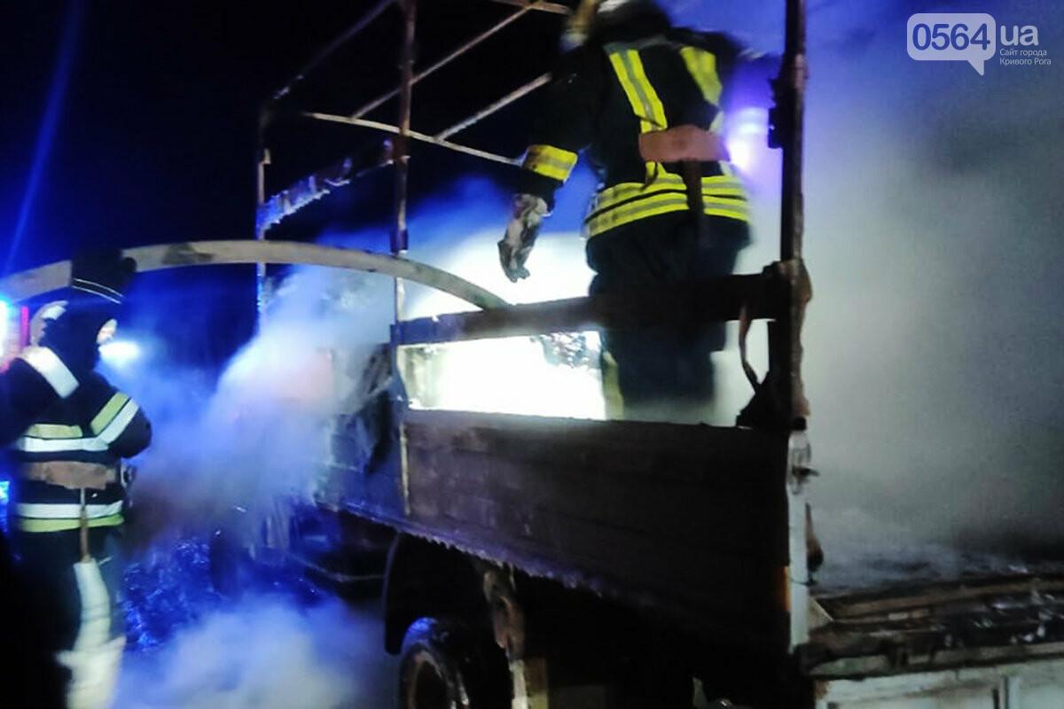 На Днепропетрощине на ходу загорелся грузовик с мебелью и бытовой техникой, - ФОТО, ВИДЕО , фото-1