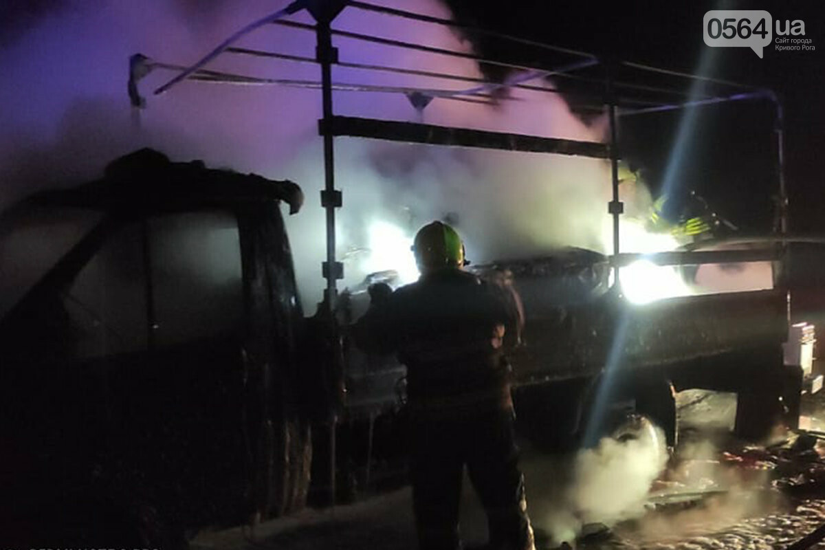 На Днепропетрощине на ходу загорелся грузовик с мебелью и бытовой техникой, - ФОТО, ВИДЕО , фото-3