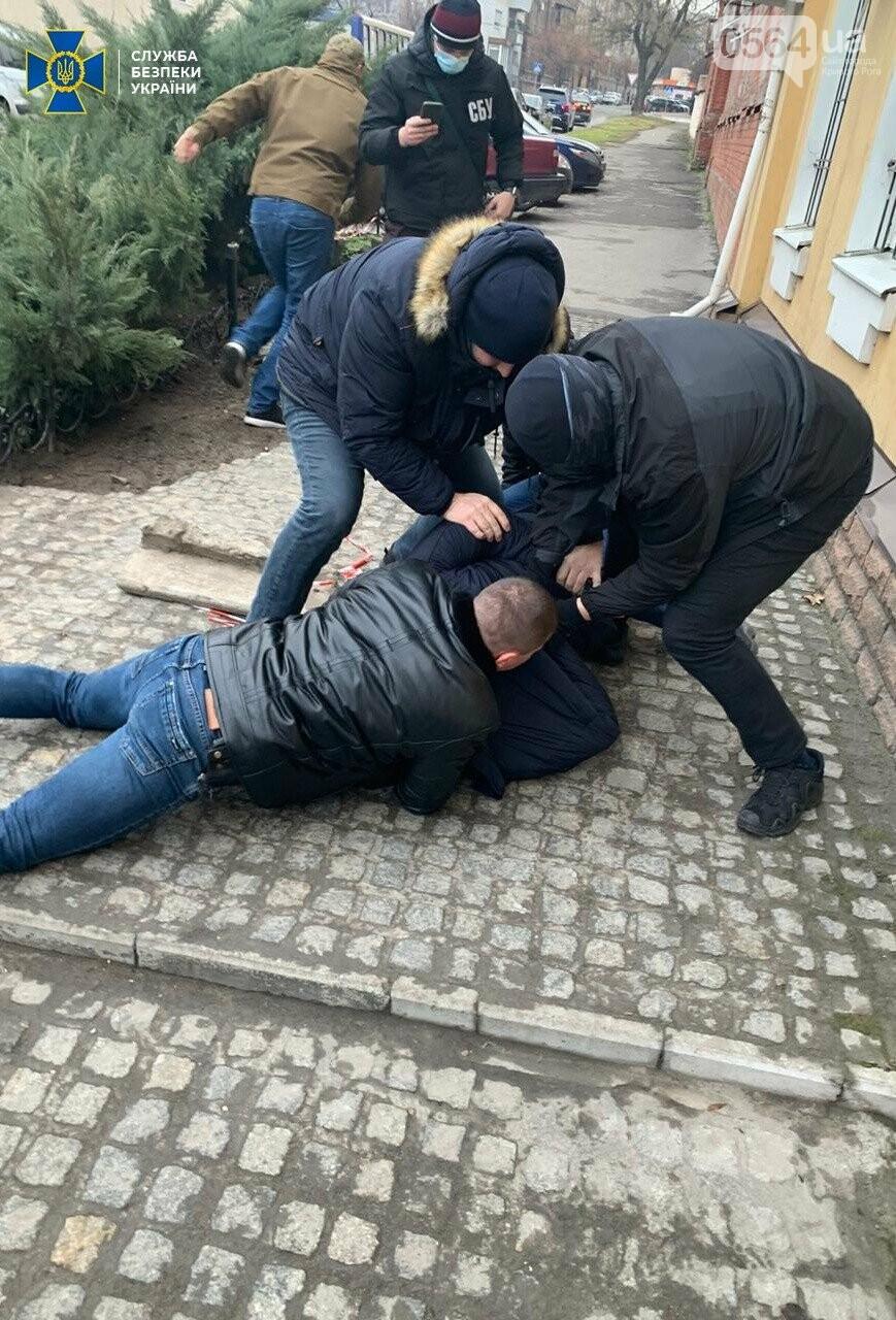 СБУ задержала экс-военного прокурора Криворожского гарнизона на вымогательстве взятки, - ФОТО, фото-7