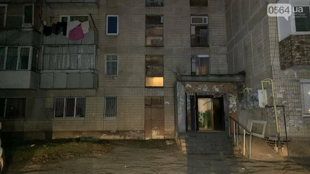 В Кривом Роге медики пытались спасти мужчину, который упал с многоэтажного дома,  - ФОТО 18+, фото-5
