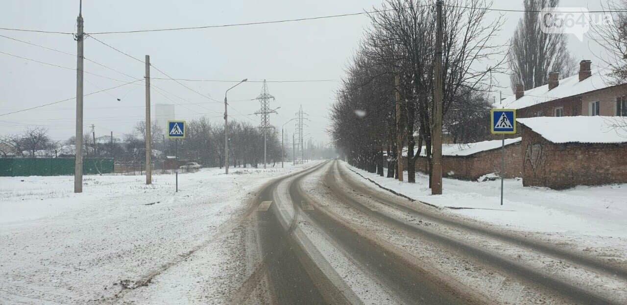 Снегоборьба в Кривом Роге: работает 50 единиц техники в смену, использовано 600 тонн противогололедной смеси, - ФОТО, ВИДЕО, фото-5