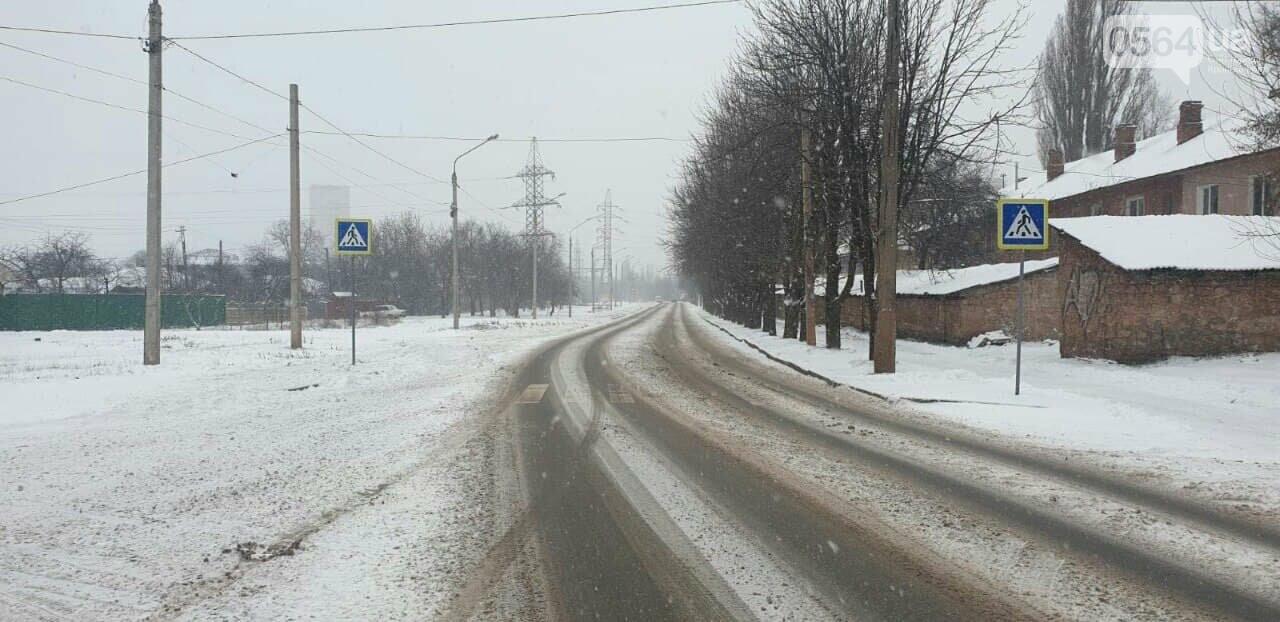 Снегоборьба в Кривом Роге: работает 50 единиц техники в смену, использовано 600 тонн противогололедной смеси, - ФОТО, ВИДЕО, фото-7