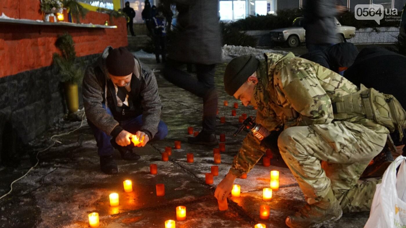 В Кривом Роге горожане вышли на митинг-реквием чтобы почтить память Героев Небесной Сотни, - ФОТО, ВИДЕО, фото-22