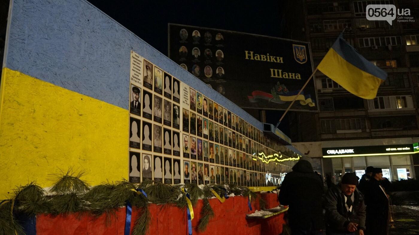 В Кривом Роге горожане вышли на митинг-реквием чтобы почтить память Героев Небесной Сотни, - ФОТО, ВИДЕО, фото-27