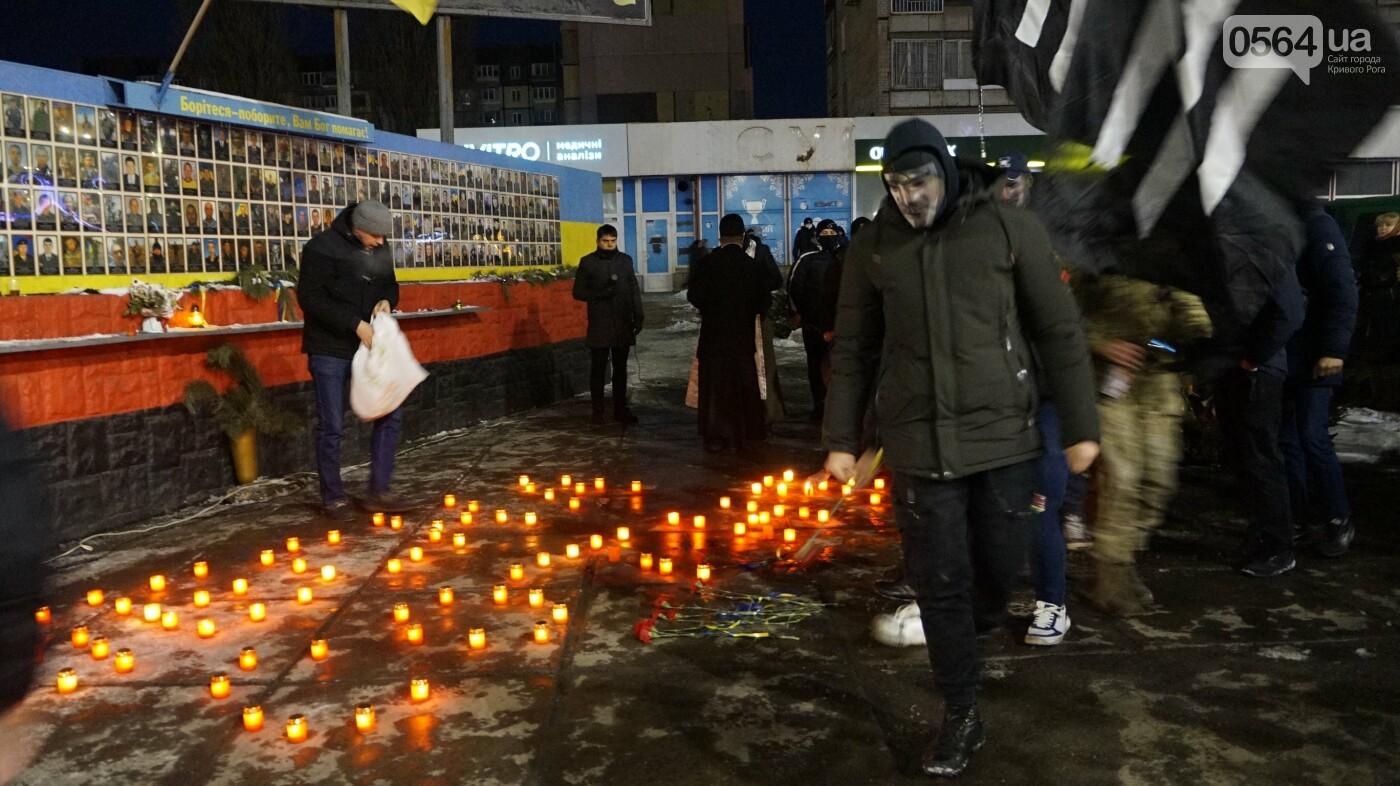 В Кривом Роге горожане вышли на митинг-реквием чтобы почтить память Героев Небесной Сотни, - ФОТО, ВИДЕО, фото-29