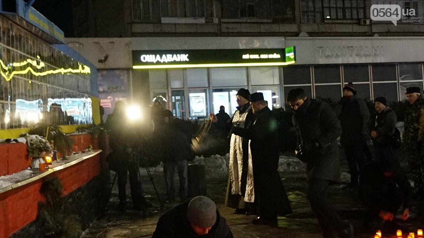 В Кривом Роге горожане вышли на митинг-реквием чтобы почтить память Героев Небесной Сотни, - ФОТО, ВИДЕО, фото-28