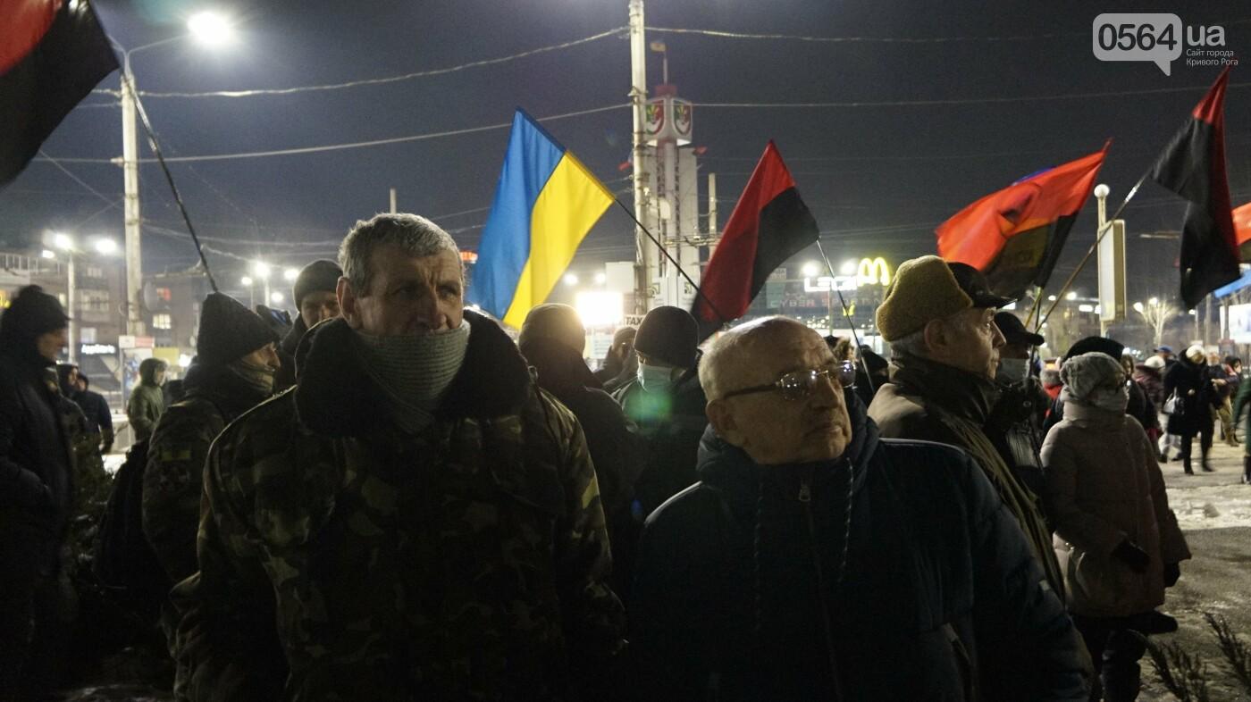 В Кривом Роге горожане вышли на митинг-реквием чтобы почтить память Героев Небесной Сотни, - ФОТО, ВИДЕО, фото-35