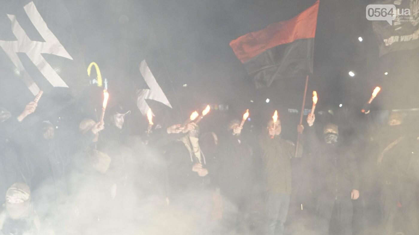 В Кривом Роге горожане вышли на митинг-реквием чтобы почтить память Героев Небесной Сотни, - ФОТО, ВИДЕО, фото-42