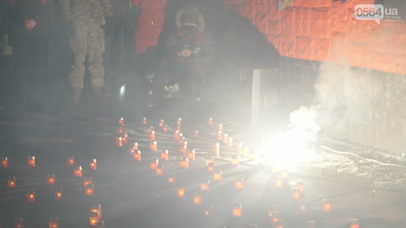 В Кривом Роге горожане вышли на митинг-реквием чтобы почтить память Героев Небесной Сотни, - ФОТО, ВИДЕО, фото-43