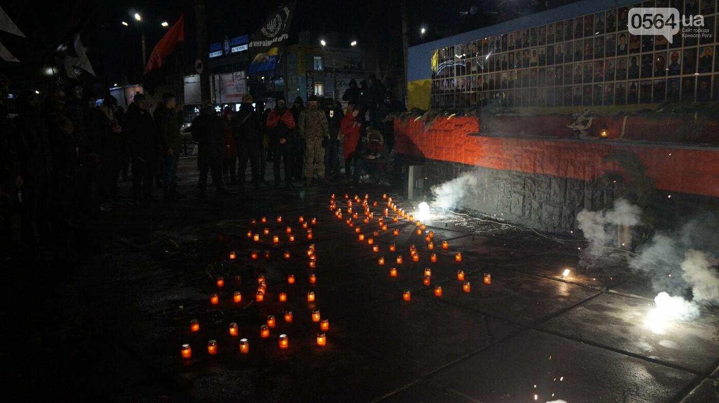 В Кривом Роге горожане вышли на митинг-реквием чтобы почтить память Героев Небесной Сотни, - ФОТО, ВИДЕО, фото-44