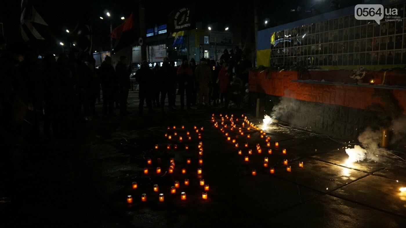В Кривом Роге горожане вышли на митинг-реквием чтобы почтить память Героев Небесной Сотни, - ФОТО, ВИДЕО, фото-45