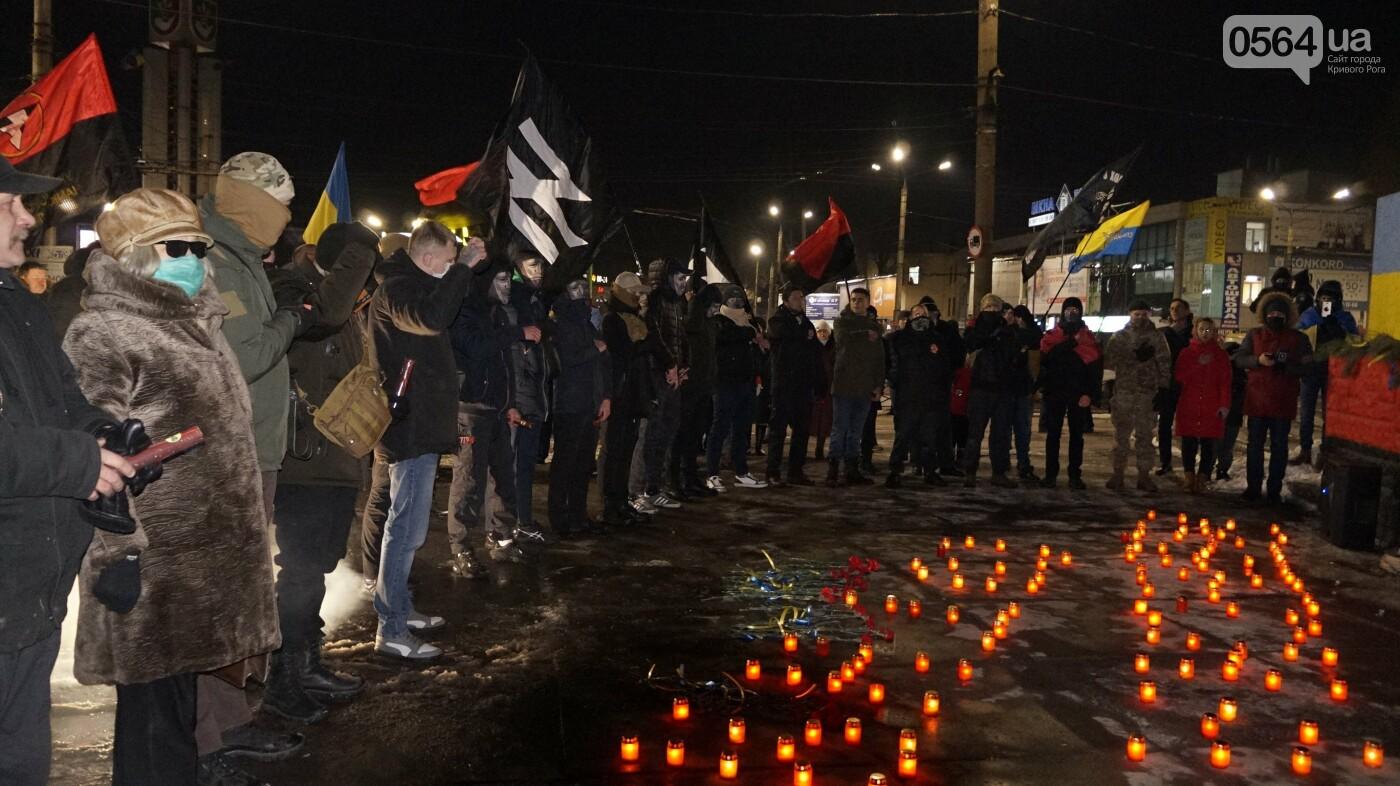 В Кривом Роге горожане вышли на митинг-реквием чтобы почтить память Героев Небесной Сотни, - ФОТО, ВИДЕО, фото-47