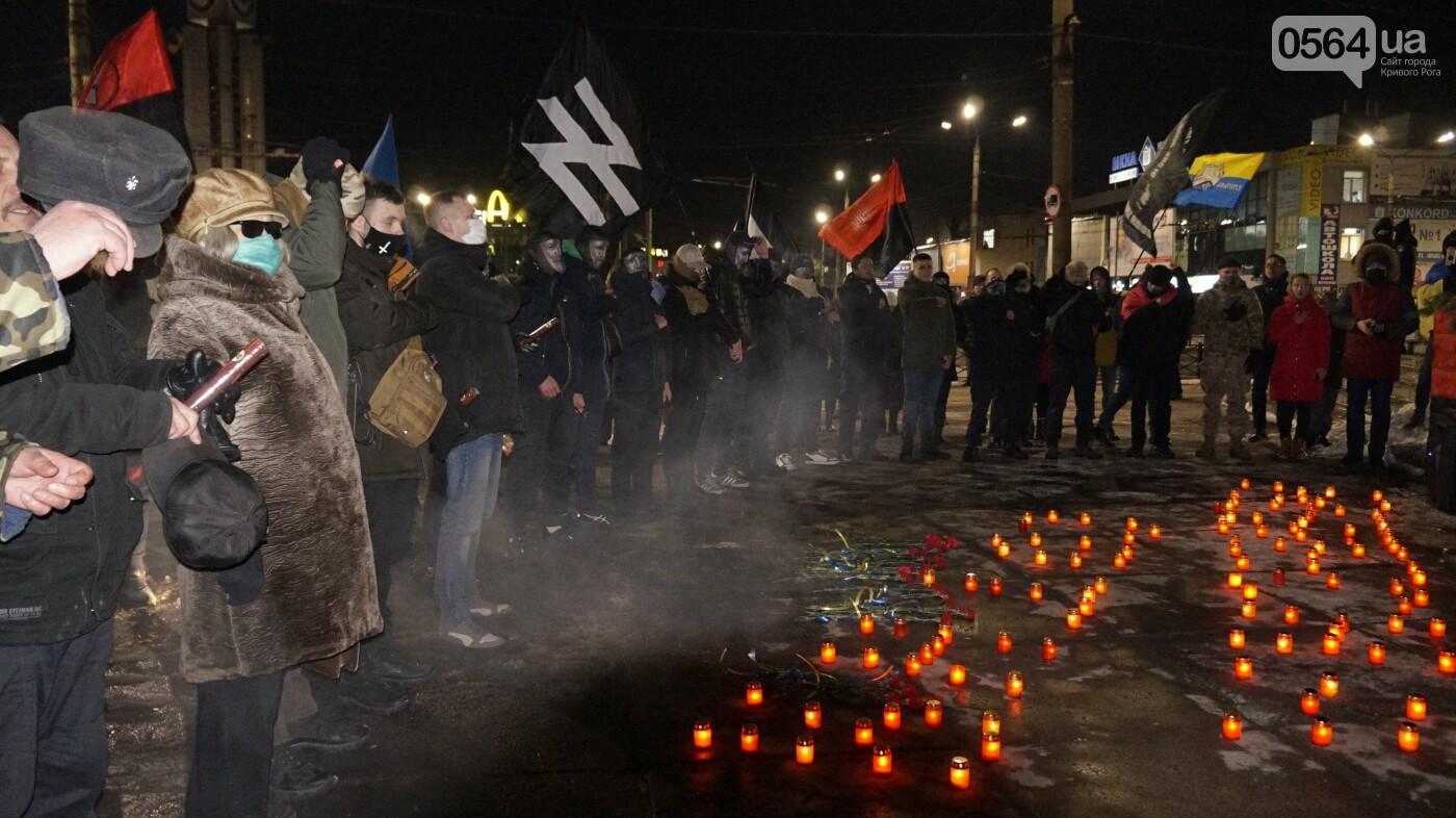 В Кривом Роге горожане вышли на митинг-реквием чтобы почтить память Героев Небесной Сотни, - ФОТО, ВИДЕО, фото-48