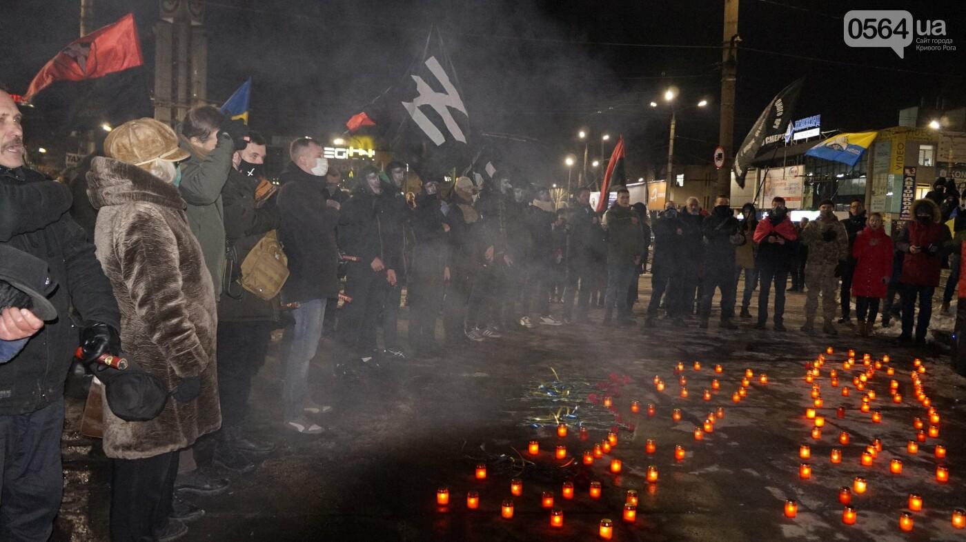 В Кривом Роге горожане вышли на митинг-реквием чтобы почтить память Героев Небесной Сотни, - ФОТО, ВИДЕО, фото-50