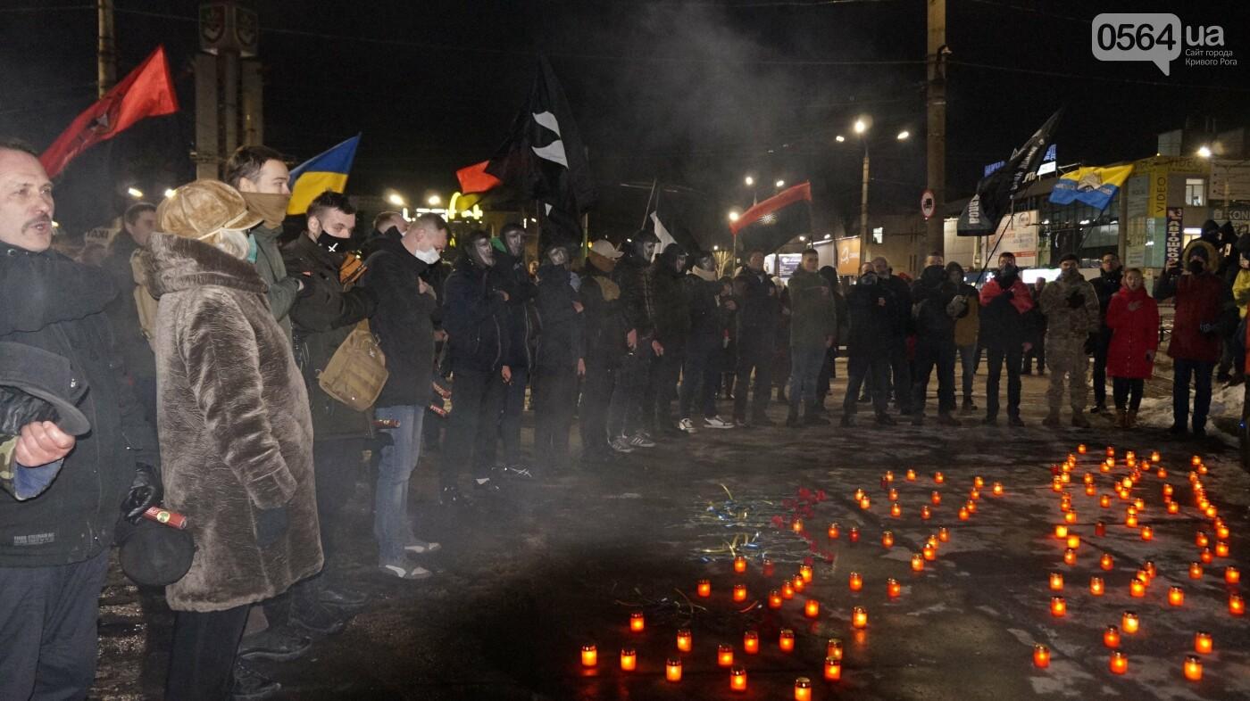 В Кривом Роге горожане вышли на митинг-реквием чтобы почтить память Героев Небесной Сотни, - ФОТО, ВИДЕО, фото-49