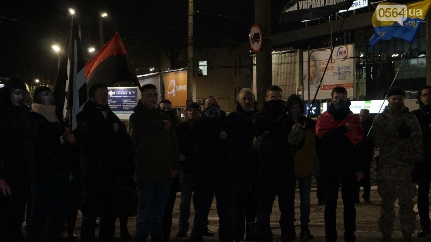 В Кривом Роге горожане вышли на митинг-реквием чтобы почтить память Героев Небесной Сотни, - ФОТО, ВИДЕО, фото-51