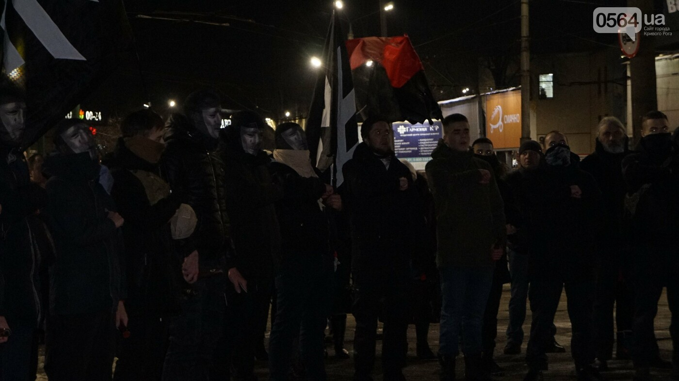 В Кривом Роге горожане вышли на митинг-реквием чтобы почтить память Героев Небесной Сотни, - ФОТО, ВИДЕО, фото-52