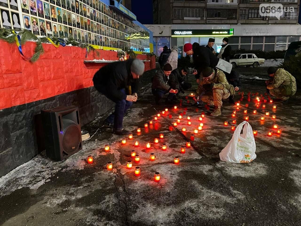 В Кривом Роге горожане вышли на митинг-реквием чтобы почтить память Героев Небесной Сотни, - ФОТО, ВИДЕО, фото-16