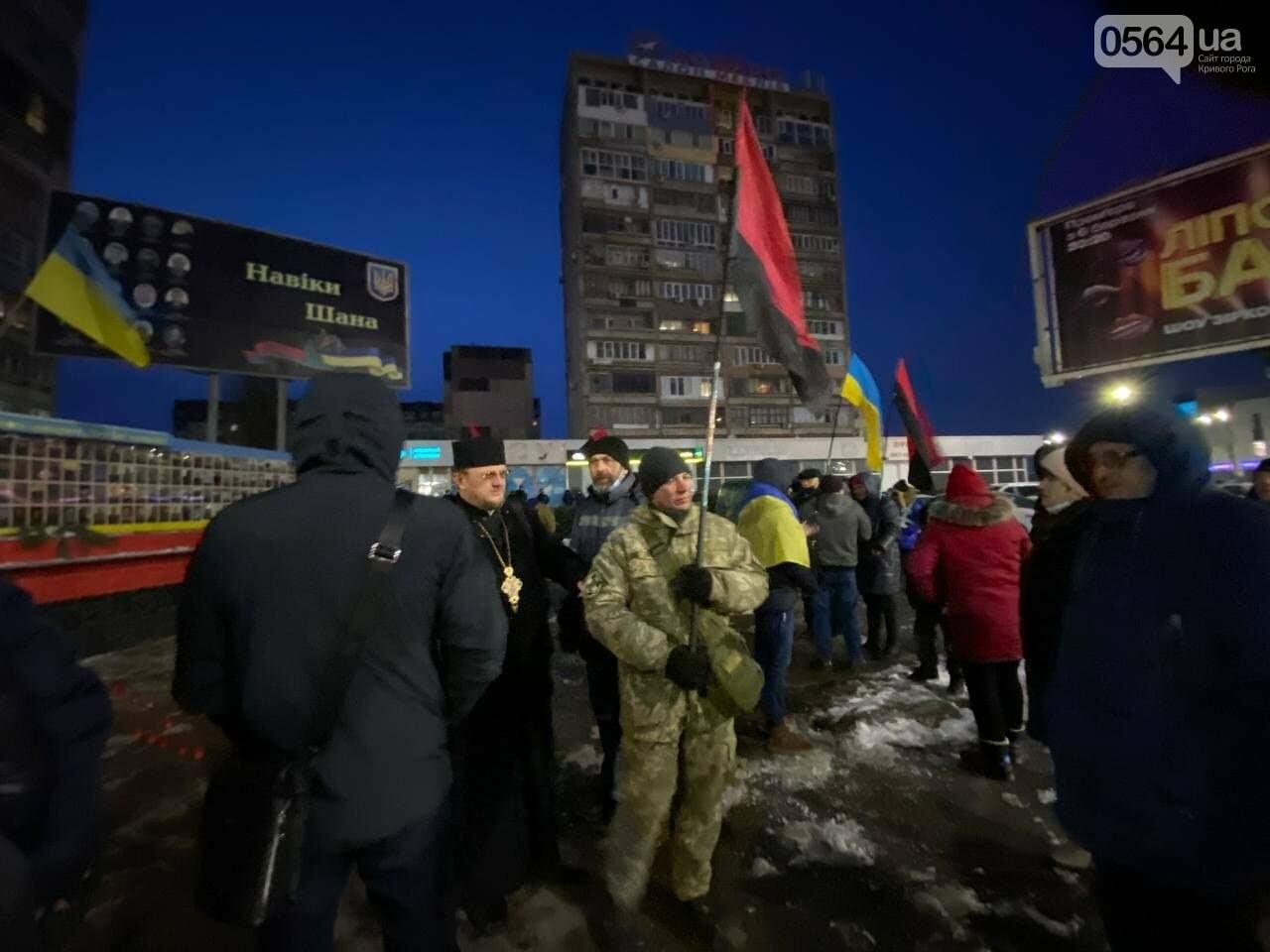 В Кривом Роге горожане вышли на митинг-реквием чтобы почтить память Героев Небесной Сотни, - ФОТО, ВИДЕО, фото-10