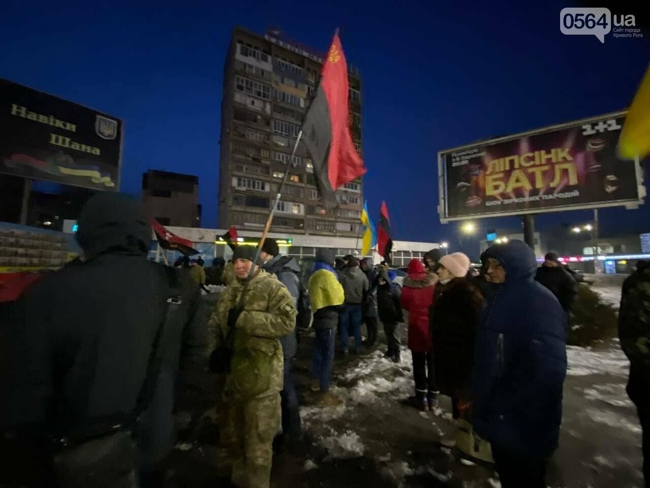 В Кривом Роге горожане вышли на митинг-реквием чтобы почтить память Героев Небесной Сотни, - ФОТО, ВИДЕО, фото-9