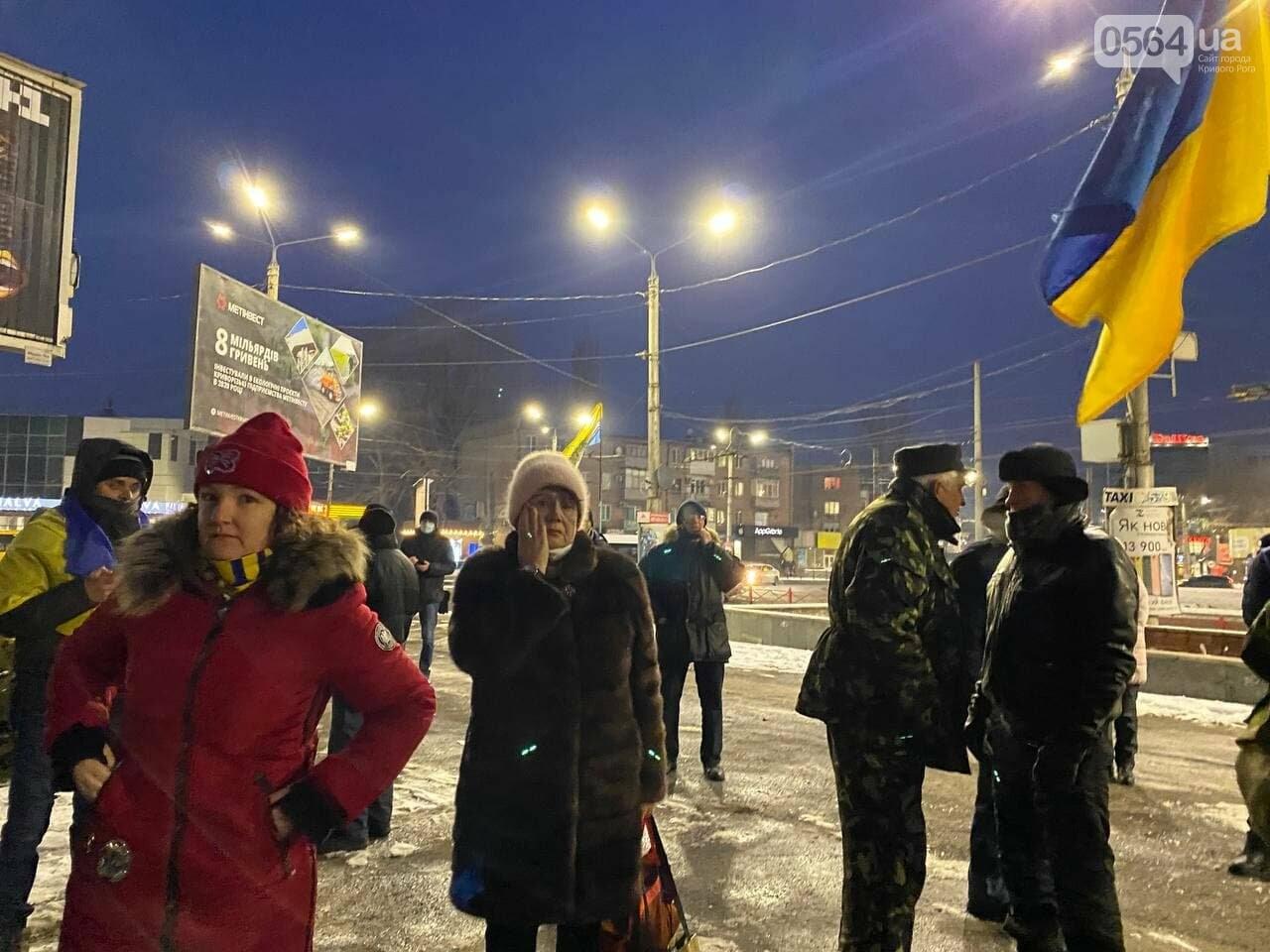 В Кривом Роге горожане вышли на митинг-реквием чтобы почтить память Героев Небесной Сотни, - ФОТО, ВИДЕО, фото-5