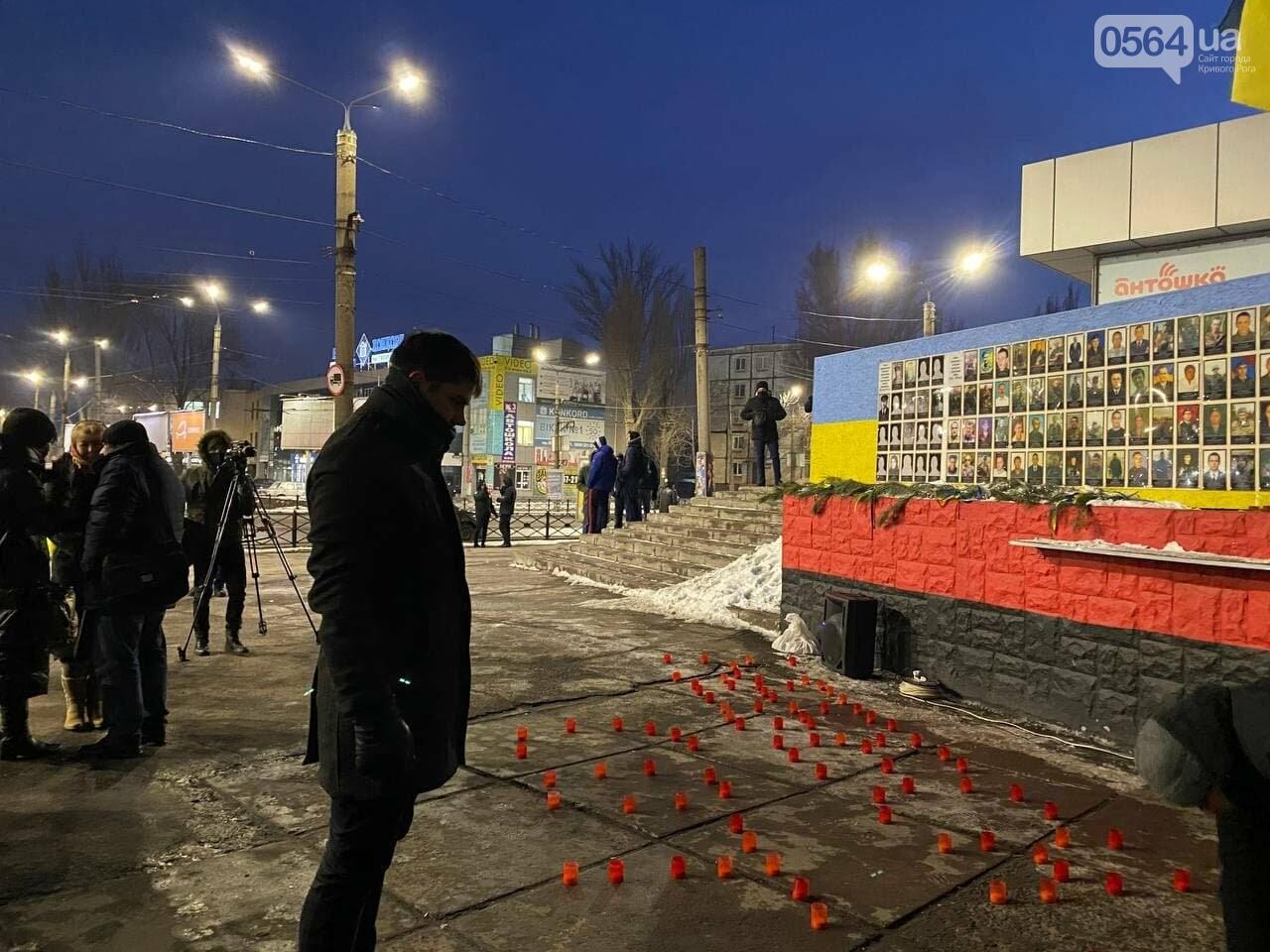 В Кривом Роге горожане вышли на митинг-реквием чтобы почтить память Героев Небесной Сотни, - ФОТО, ВИДЕО, фото-3