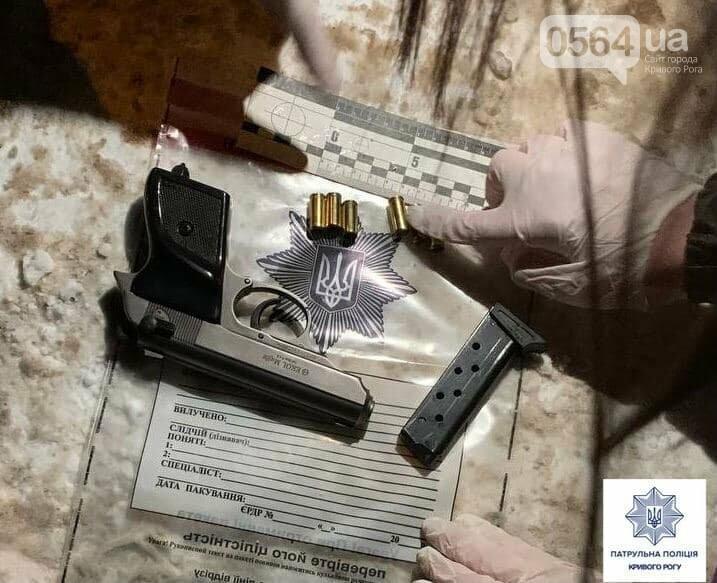 В Кривом Роге патрульные обнаружили мужчину, разгуливавшего по городу с оружием, - ФОТО, фото-2