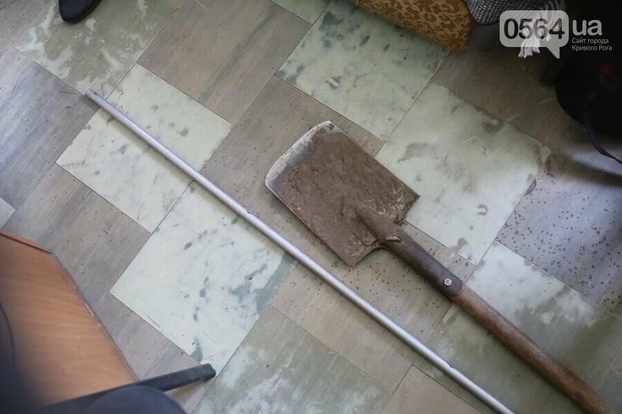 Гантели, лом, лопату и утюг обнаружили в служебных кабинетах отделения полиции во время мониторингового визита, - ФОТО  , фото-4