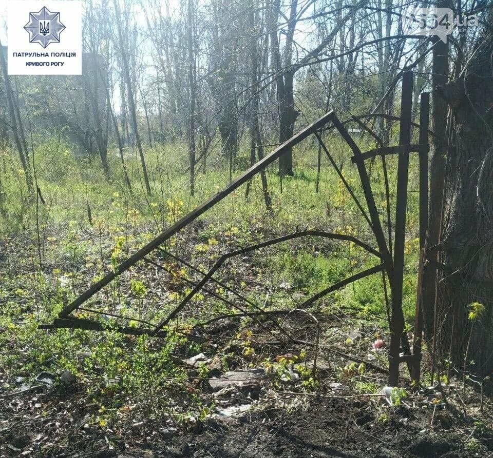 Неизвестные в Кривом Роге разбирали на металл детсадовский забор, - ФОТО, фото-2