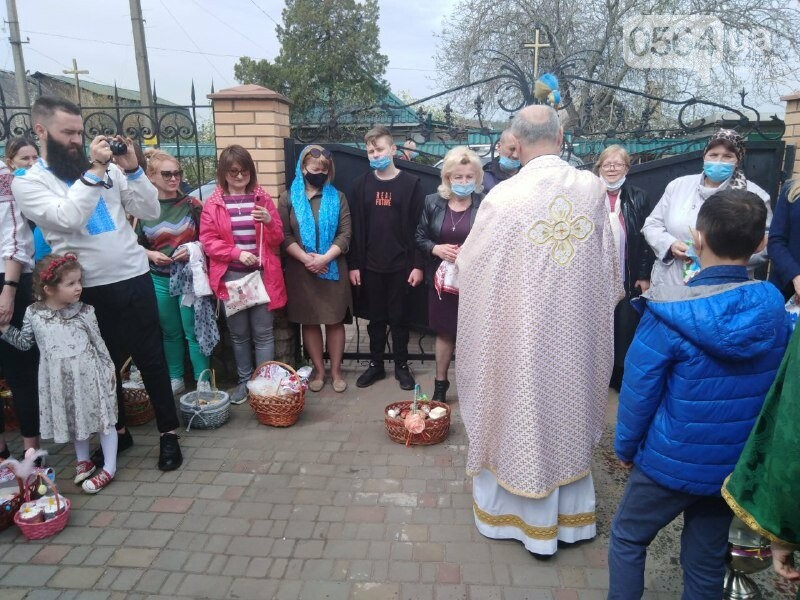 В храмах Кривого Рога провели праздничные богослужения и освятили пасхальные корзины,  - ФОТО, ВИДЕО, фото-3