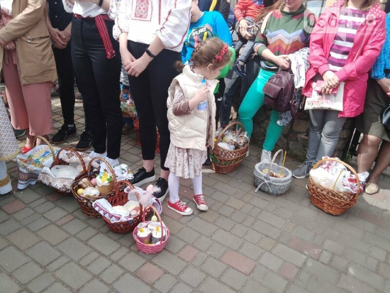 В храмах Кривого Рога провели праздничные богослужения и освятили пасхальные корзины,  - ФОТО, ВИДЕО, фото-2