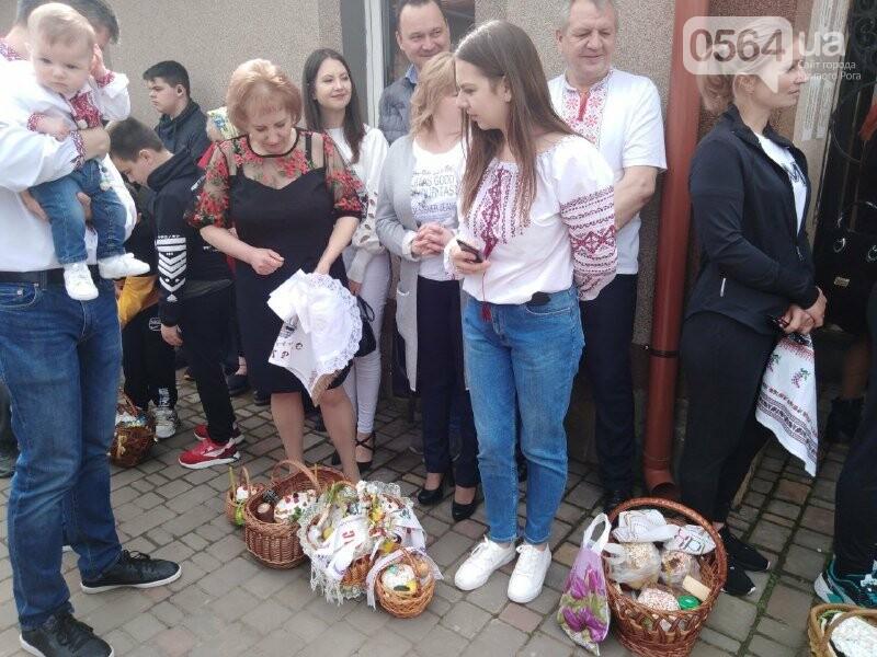 В храмах Кривого Рога провели праздничные богослужения и освятили пасхальные корзины,  - ФОТО, ВИДЕО, фото-8