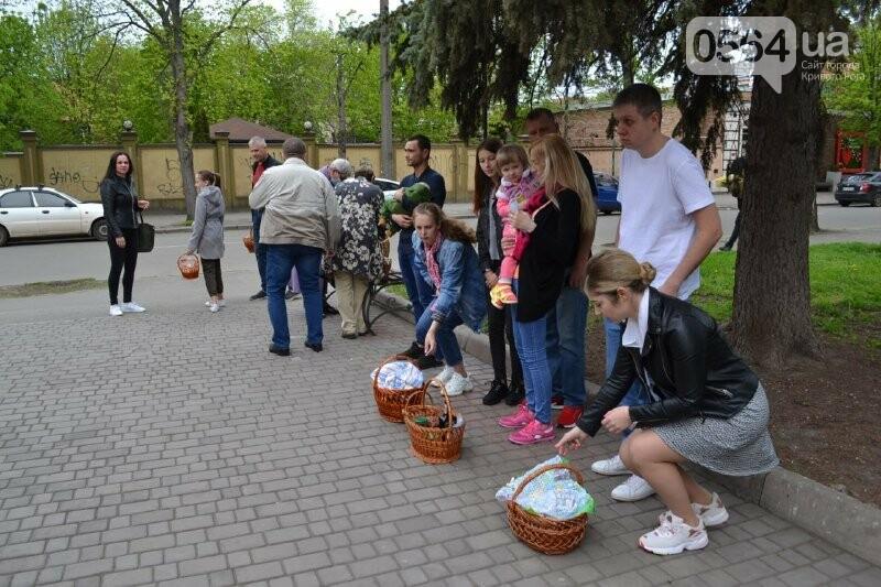 В храмах Кривого Рога провели праздничные богослужения и освятили пасхальные корзины,  - ФОТО, ВИДЕО, фото-12