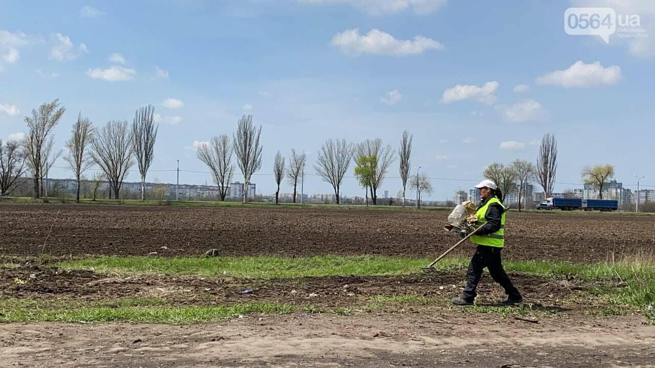 На криворожских кладбищах накануне поминальных дней в усиленном режиме работает спецтехника, - ФОТО, ВИДЕО , фото-47