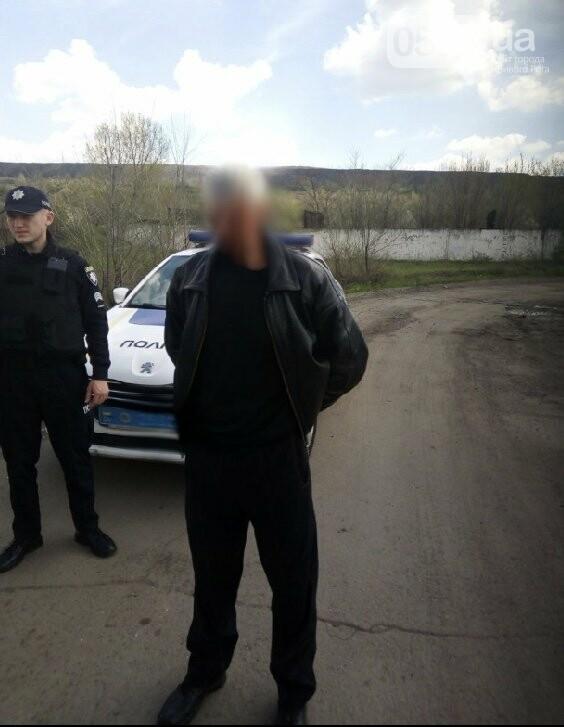 У пьяного криворожанина, автомобилем протаранившего забор, изъяли револьвер - ФОТО, фото-1