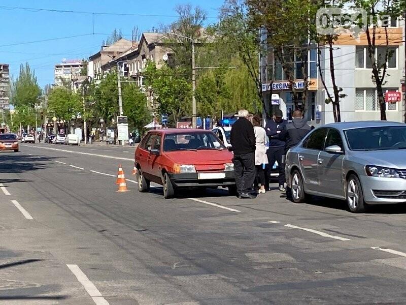 В центре Кривого Рога не поделили дорогу две легковушки, - ФОТО, фото-6