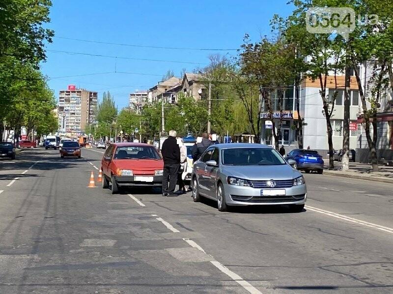 В центре Кривого Рога не поделили дорогу две легковушки, - ФОТО, фото-7