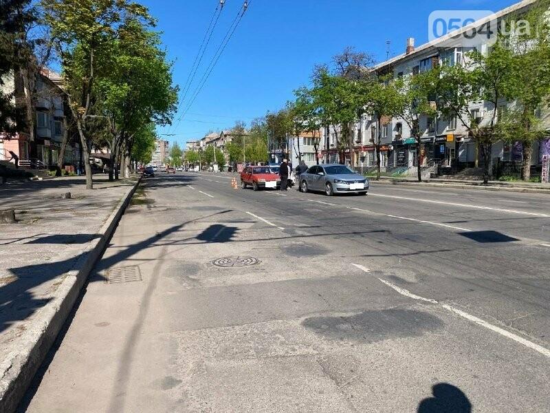 В центре Кривого Рога не поделили дорогу две легковушки, - ФОТО, фото-4