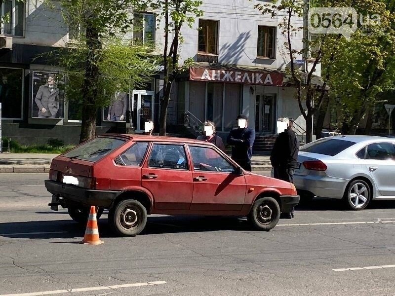 В центре Кривого Рога не поделили дорогу две легковушки, - ФОТО, фото-11