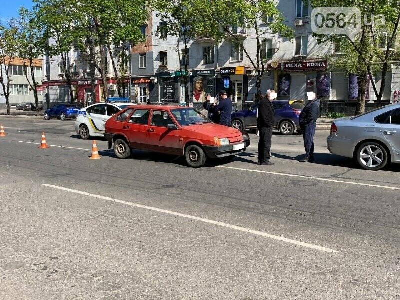 В центре Кривого Рога не поделили дорогу две легковушки, - ФОТО, фото-1