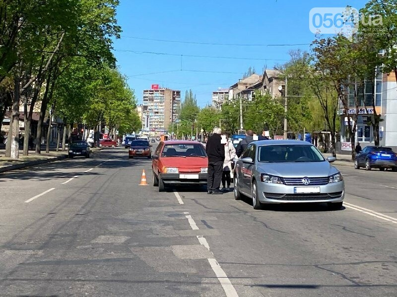 В центре Кривого Рога не поделили дорогу две легковушки, - ФОТО, фото-10