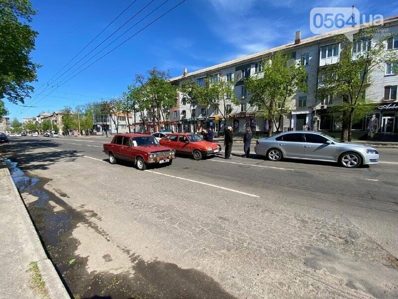 В центре Кривого Рога не поделили дорогу две легковушки, - ФОТО, фото-14