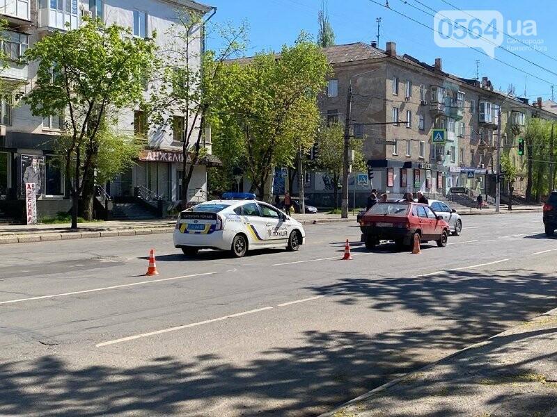 В центре Кривого Рога не поделили дорогу две легковушки, - ФОТО, фото-16
