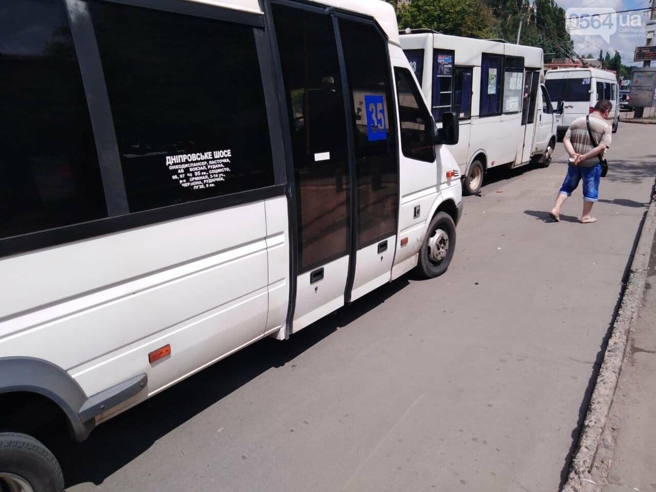 В Кривом Роге столкнулись две маршрутки, - ФОТО, фото-5